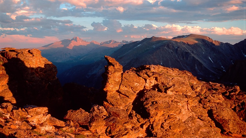 Sunset-on-Longs-Peak-Rocky-Mountain-National-Park