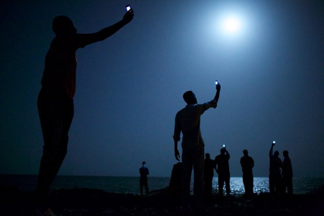 full moon african cell phone world press photo of year_john-stanmeyer2