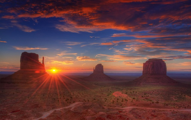 Sunrise-Navajo-Nation-Monument-Valley 2