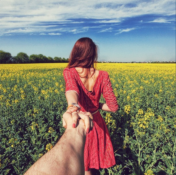 blue-skies-and-plenty-of-rapeseed-flowers-surround-the-couple-in-this-austrian-field